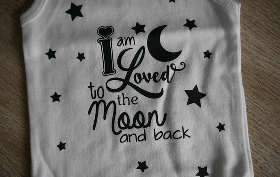 rompertje i am loved to the moon and back