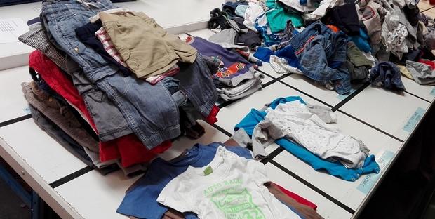 kleertjes stichting babyspullen